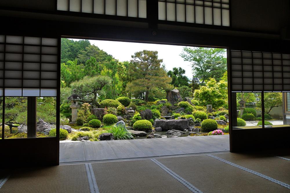 妙満寺庭園の枯山水