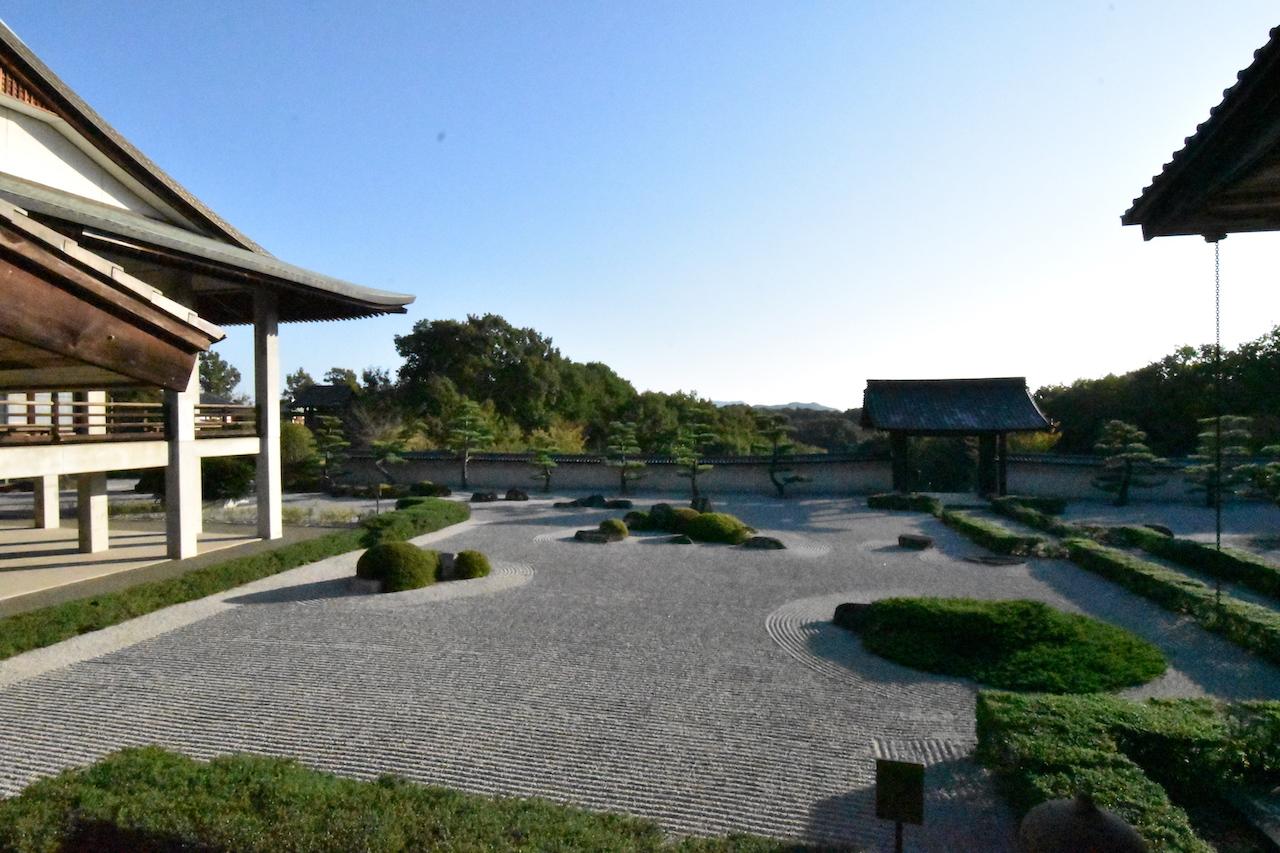 阿弥陀三尊の庭02