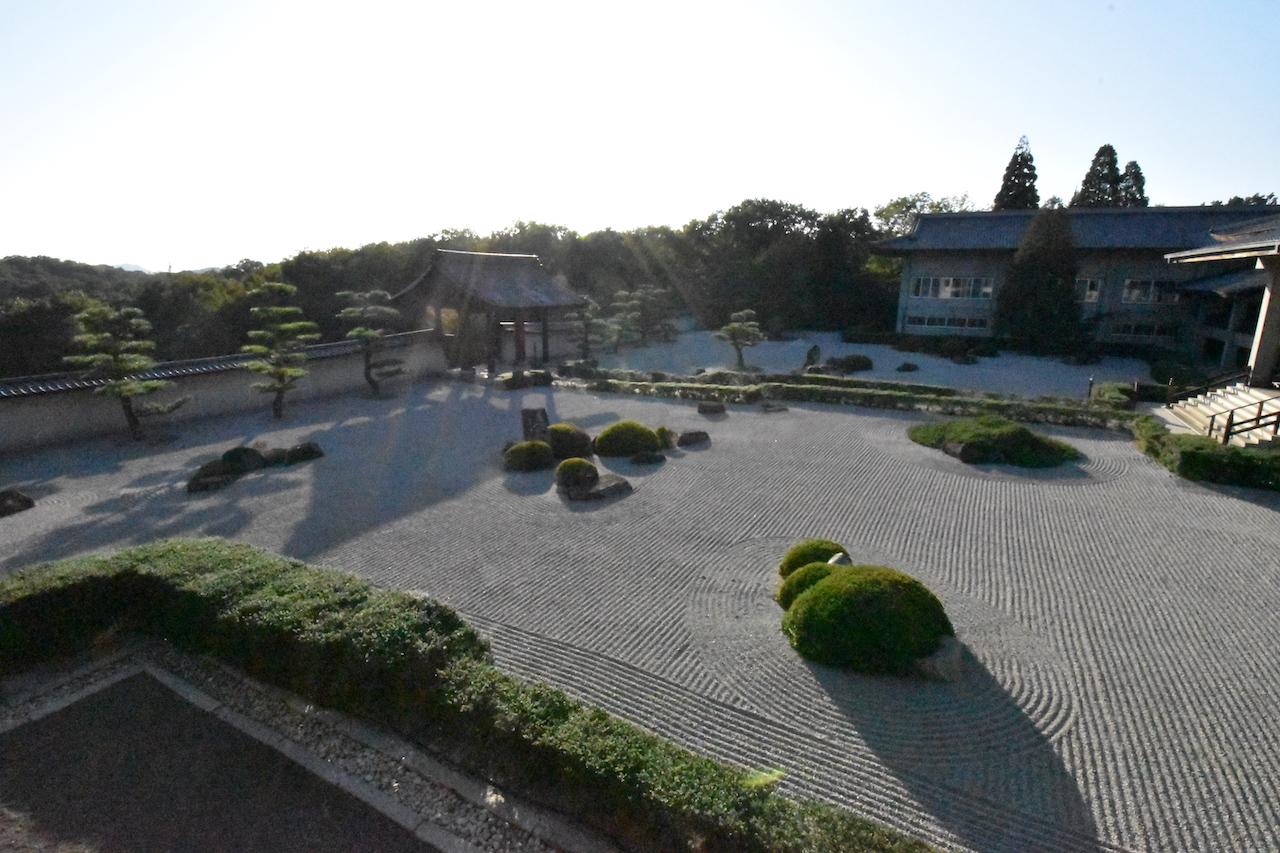 阿弥陀三尊の庭01