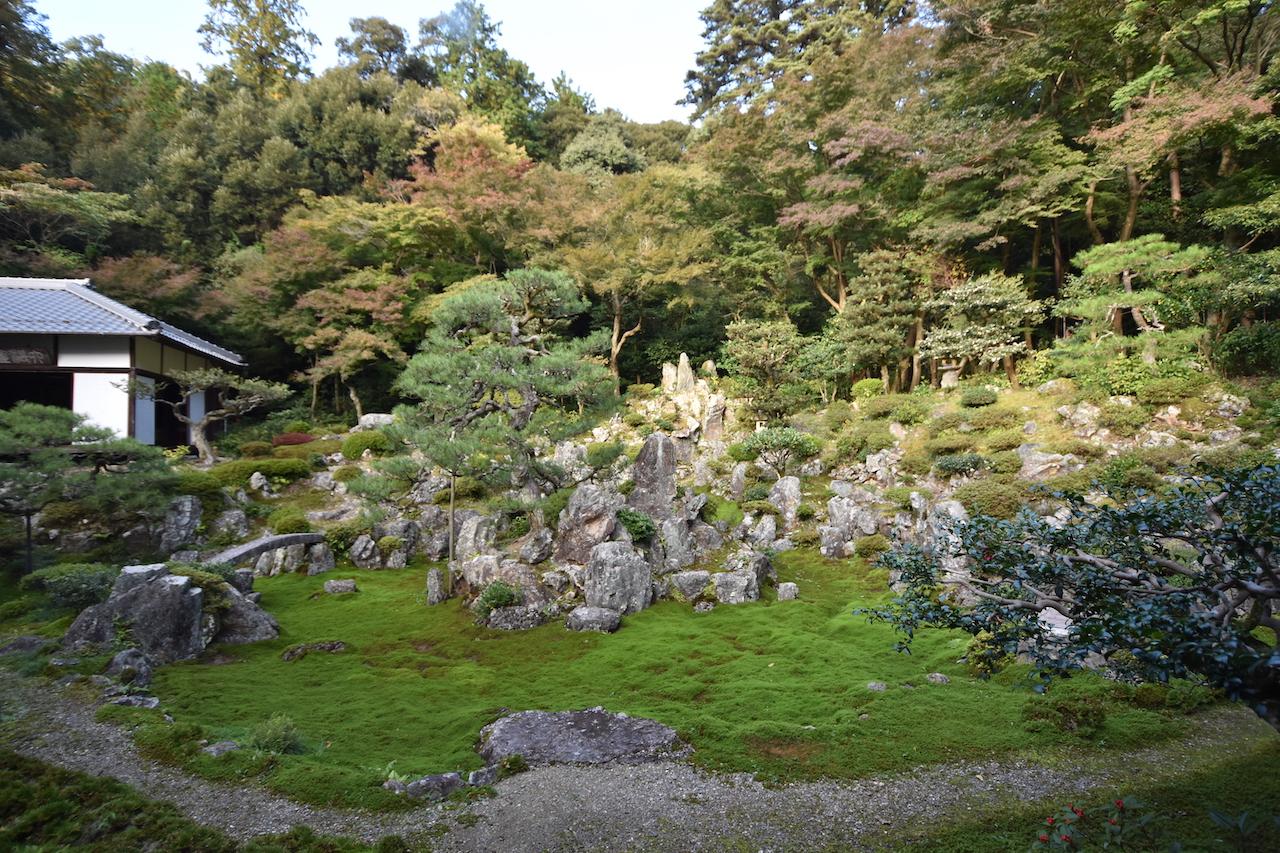 青岸寺庭園の枯山水