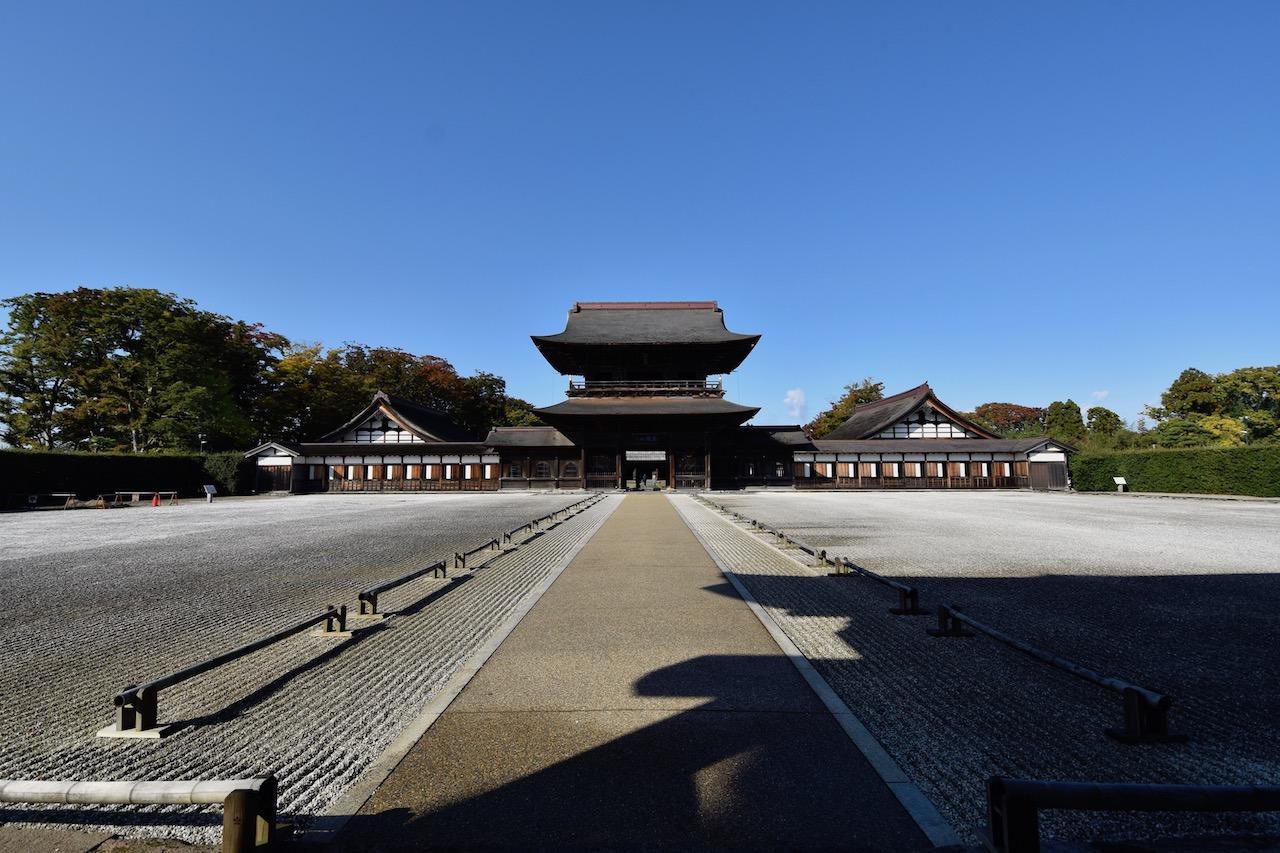 瑞龍寺の総門(重要文化財)